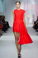 къса асиметрична червена рокля