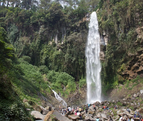 Tempat Wisata di Solo Grojongan Sewu Tawangmangu