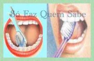 Escovando a face interna dos dentes da frente.