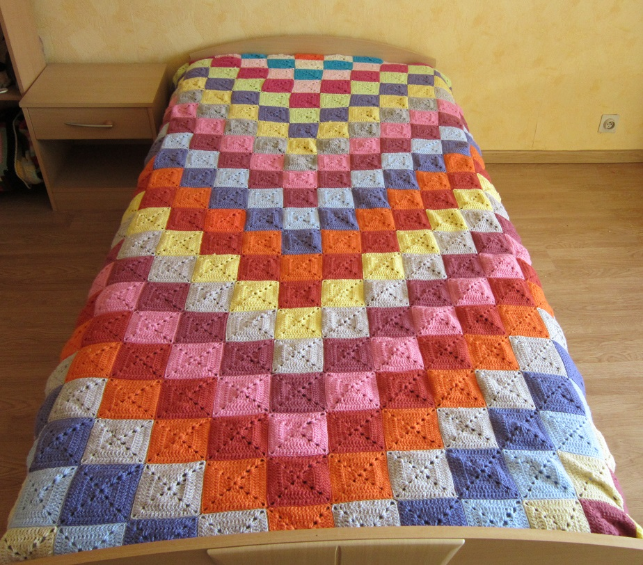 13 active couvre lit au crochet avec des restants de laine. Black Bedroom Furniture Sets. Home Design Ideas