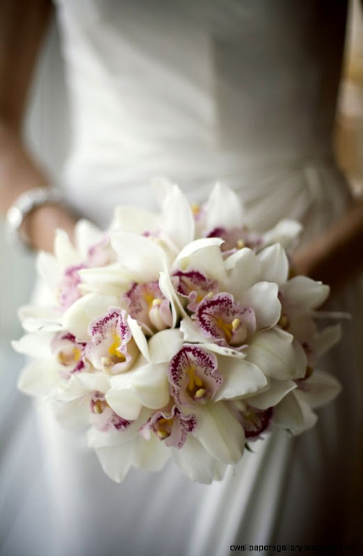 bouquet de Nuria con peoniarosafresia httpsfloristerianerine