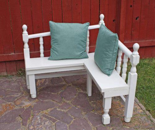 banco de jardim poema:Bancos de jardim feitos com partes e cabeceira de uma cama