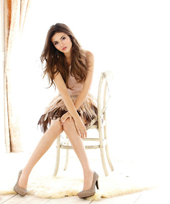 Victoria Justice Hot Legs Wallpaper