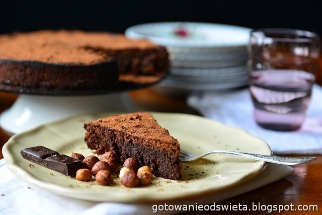 Ciasto czekoladowe z orzechami laskowymi (bez mąki)