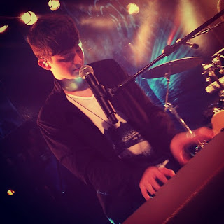Greyson plays Sunshine & City Lights at MTV Sessions Video
