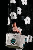 Мини чанта от лен с къса дръжка и цветя, дизайн Prada