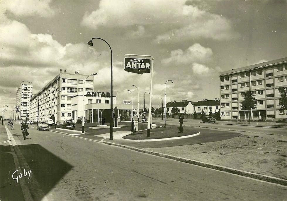 Nantes la ville d 39 apr s guerre nantes les dervalli res for Piscine ile gloriette nantes