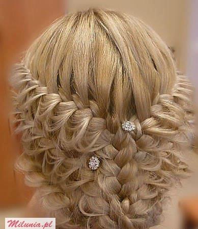 Може бути як зачіска для нареченої
