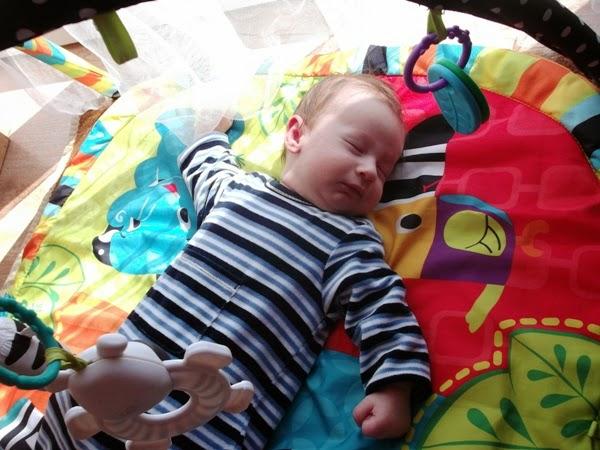 chłopiec, 3 miesiące, Szymek, rodzeństwo, mata edukacyjna