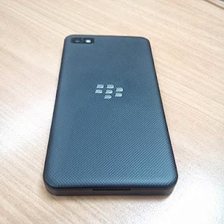 Bagian belakang BlackBerry Z10