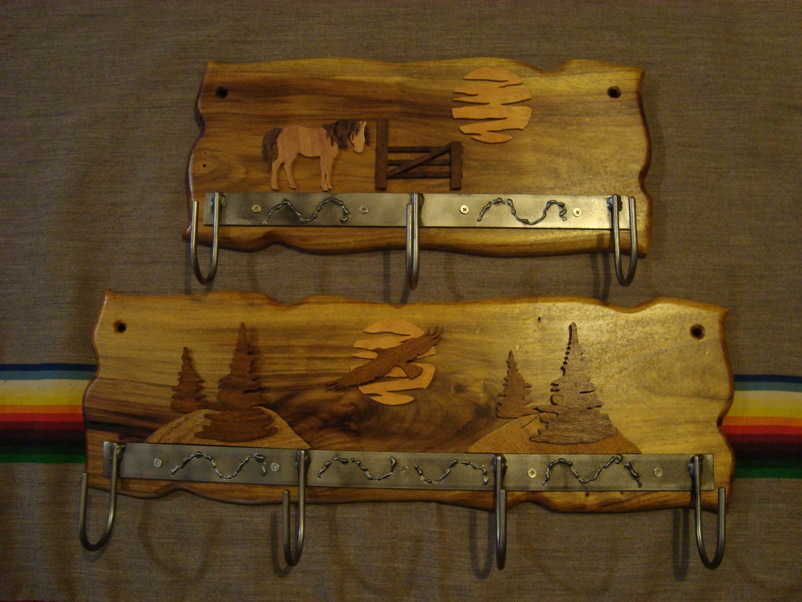 El olivo artesanias nuevos productos y modelos percheros for Fotos en madera
