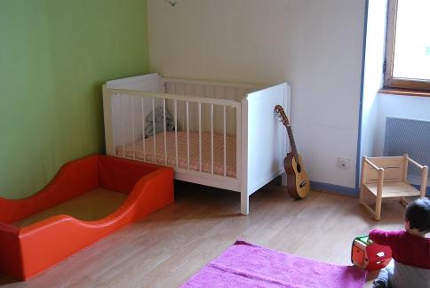 Merci qui merci montessori lits mixtes - Methode pour faire dormir bebe dans son lit ...
