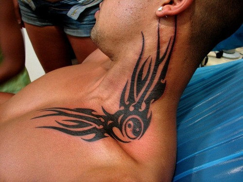 Tatuagens fotos tatuagens pesco o com o s mbolo tribal for Adam reynolds neck tattoo