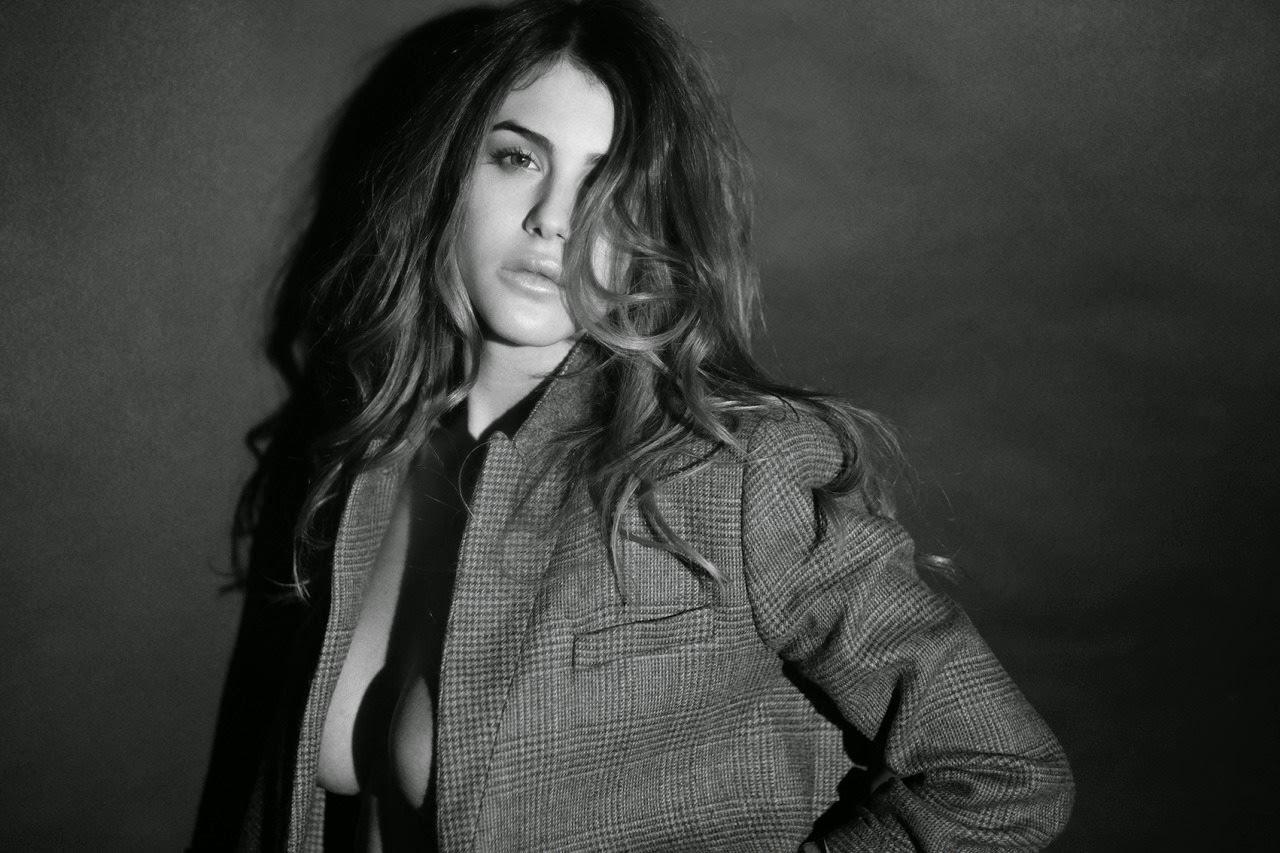Silvia Caruso Nude Photos 26