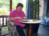 Anita aan het kantklossen