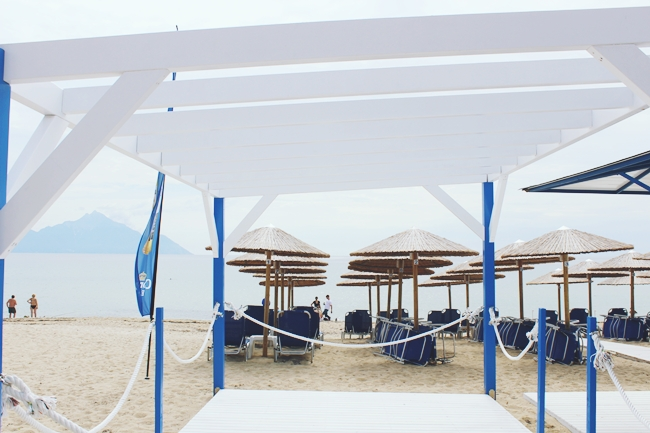 Sarti beach, Sithonia, Greece.Sarti beach bars.Best beaches in Sithonia and Chalkidiki.Sarti plaza, Sitonija, Grcka.Najbolje plaze Sitonije i Halkidikija.Grcka porodicno letovanje.Greece family holidays.