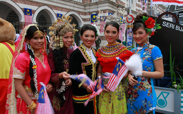 comparison of chinese indian and malay cultures What's the difference between chinese and indian they have vastly different cultures  what are the difference between the chinese, malay, indian.