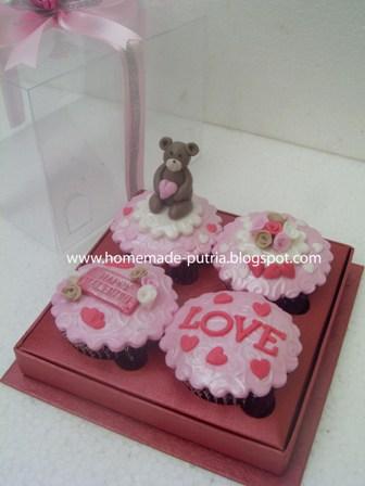 Order] Valentine Cupcakes For Mba Tri Rahayu UGM Jogja :: From Pak ...