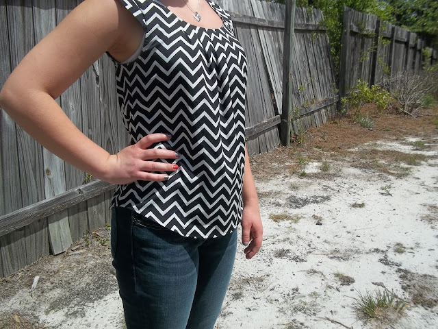 chevron top, skinny jeans, Cinderella blue scalloped flats, simple jewelry, outfit