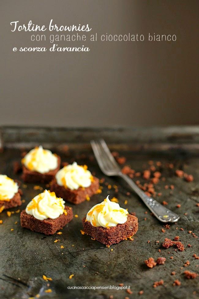 tortine di brownies con ganache al cioccolato bianco e scorza d'arancia