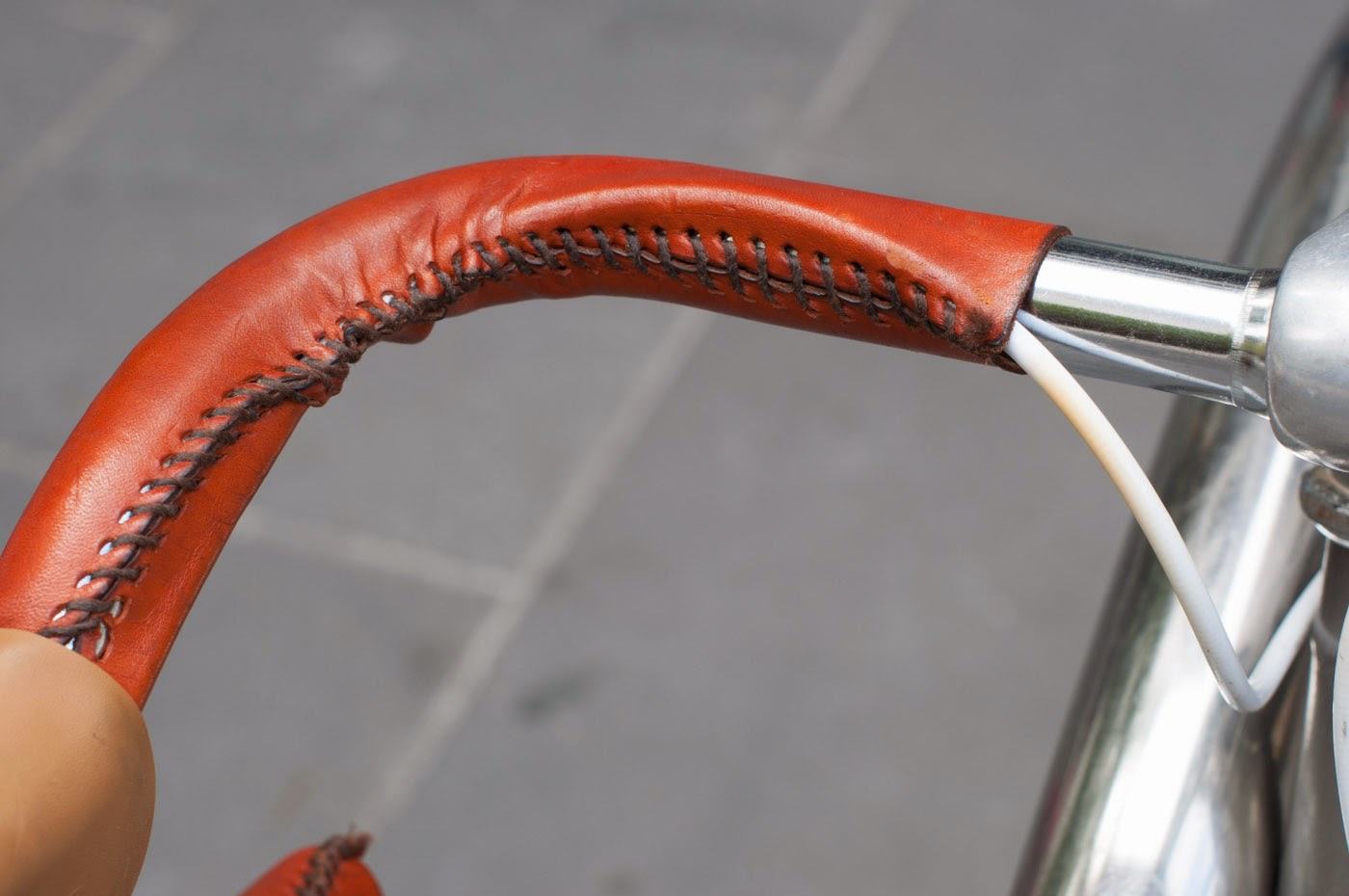 single speed, conversion, road bike, bicycle, Swanston street, Melbourne, Australia, the biketorialist, tim macauley, Macauley, detail, leather, frame, biketorialist, bespoke, custom, customisation, style, bike, bicycle, handlebar, leather, grip