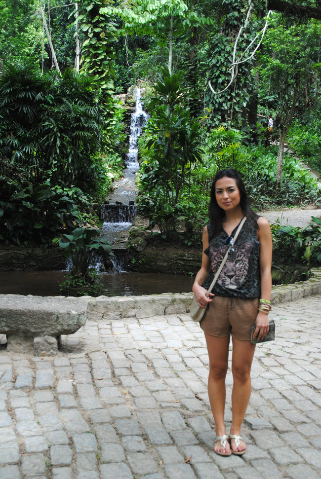 summer streetstyle, look de verão, jardim botanico rio de janeiro, animal print, t-shirt zara, estampa animal, bimba&lola clutch