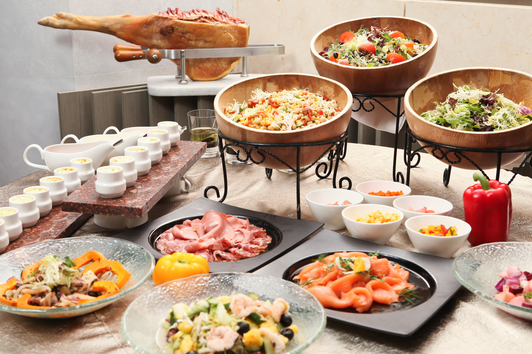 How To Arrange Food Buffet On Kitchen Counter