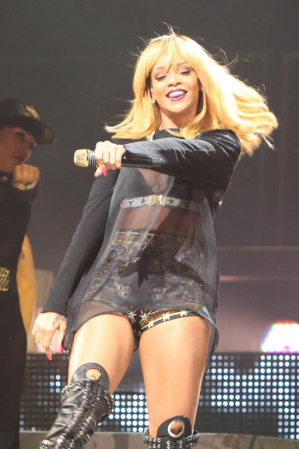 Rihanna Photos at Performs