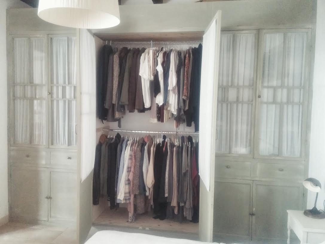 Amores bohemios dormitorio diy armario hecho con for Mesas con puertas antiguas