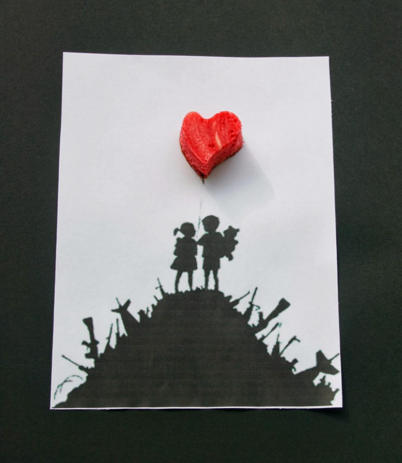 Imatge de parella de nens de Banksy amb cor de cheescake red velvet brownie