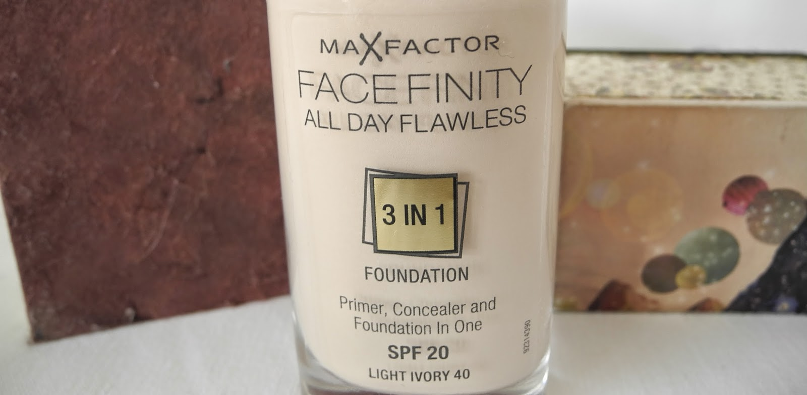 max factor 3 in 1 foundation porcelain