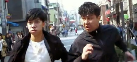 Dae Goo and Pan Suk turn a foot chase into a race between the two of them.