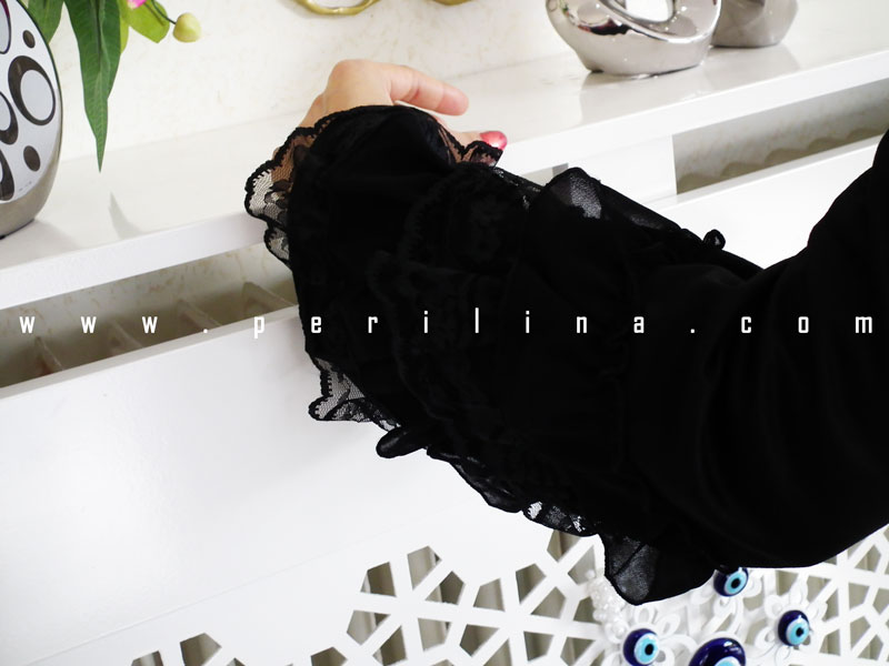 Tesettür giyim özel tasarım siyah pardesü modeli,özel tasarım siyah fırfırlı pardesü,bayan giyim özel tasarım siyah pardesü modelleri