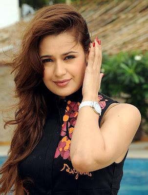Hot_Bollywood_Girls_LOOK_SPICEY