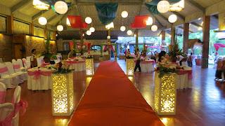 Pesta berdiri di Bali