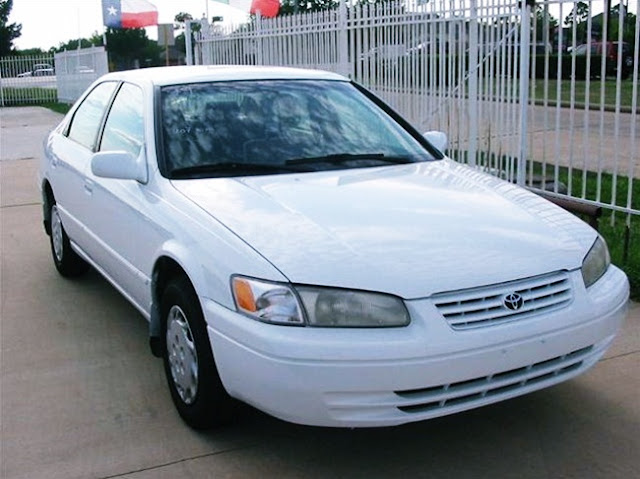 1999 Toyota Camry LE Specs