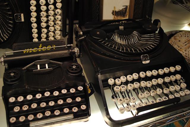 Máquinas de escribir antiguas años cincuenta