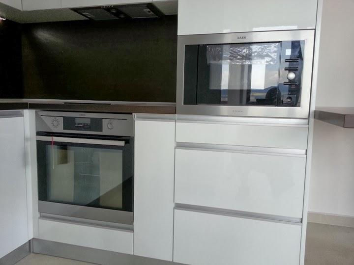 Кухня гланц бяла 3