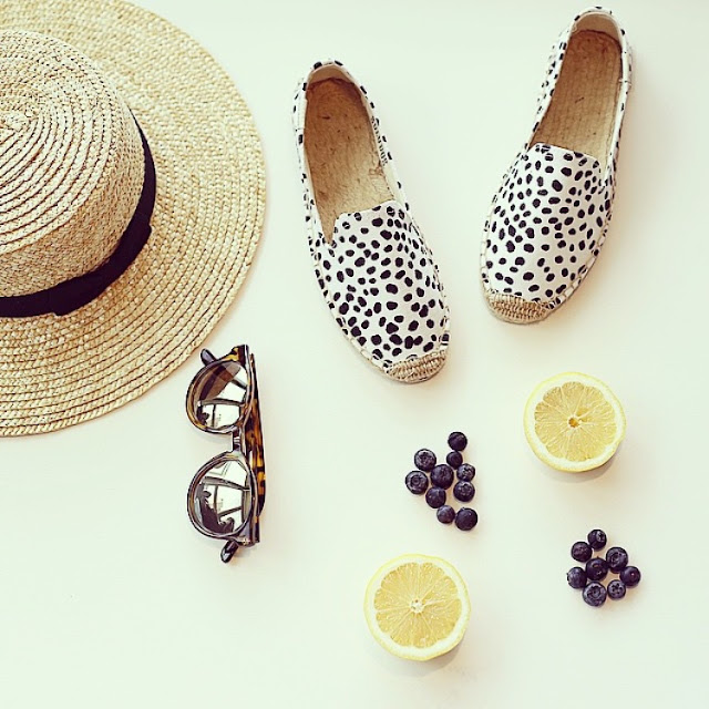 soludos, lack of color hat, le specs sunglasses, lemons, blueberry, whats on my table, fashion blog, summer essentials