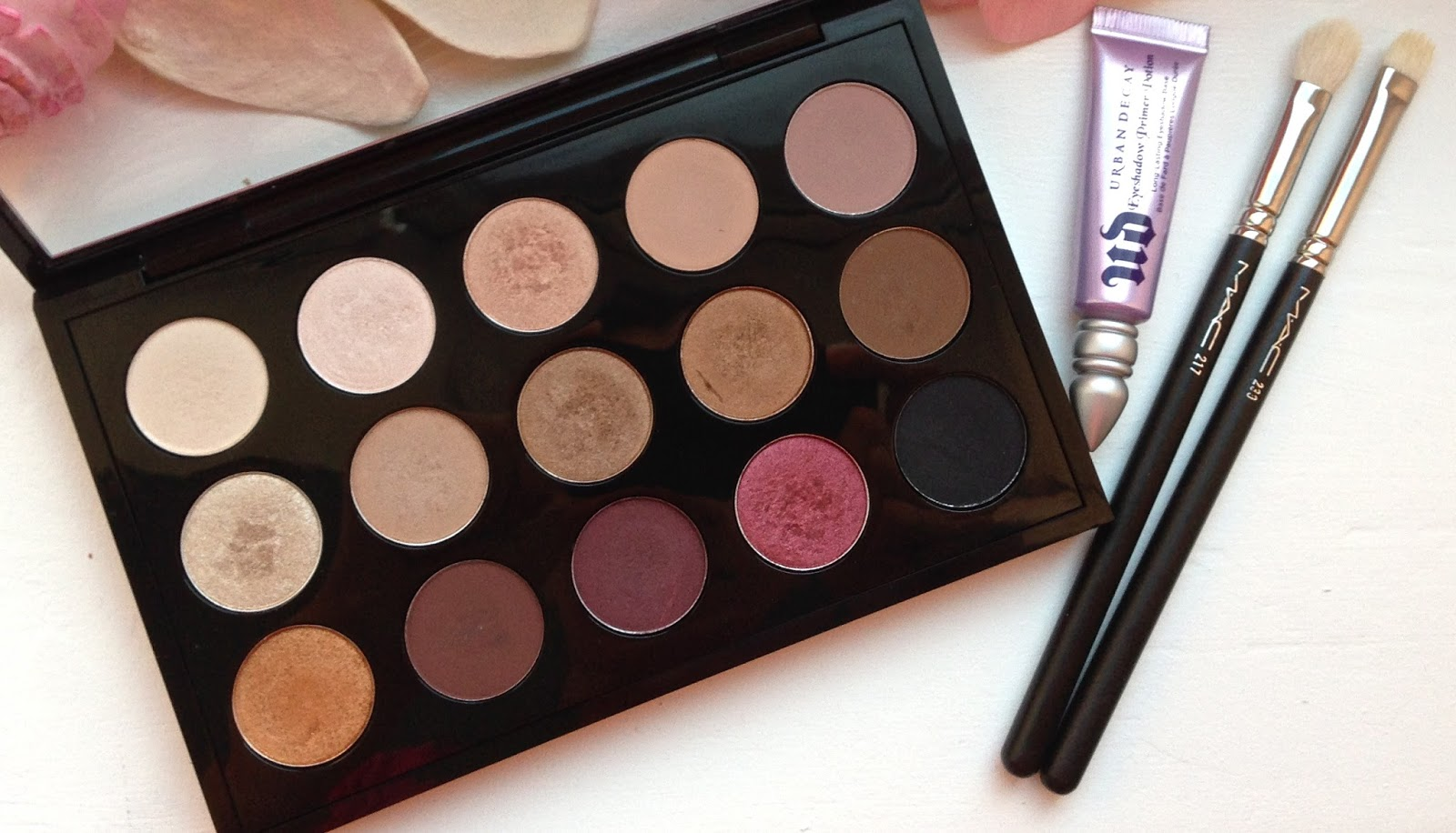 MAC Palette, Urban Decay Eyeshadow Primer, MAC 217 brush, MAC 239 brush