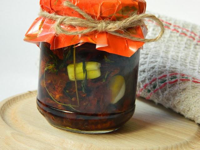 Rosii deshidratate conservate in ulei de masline