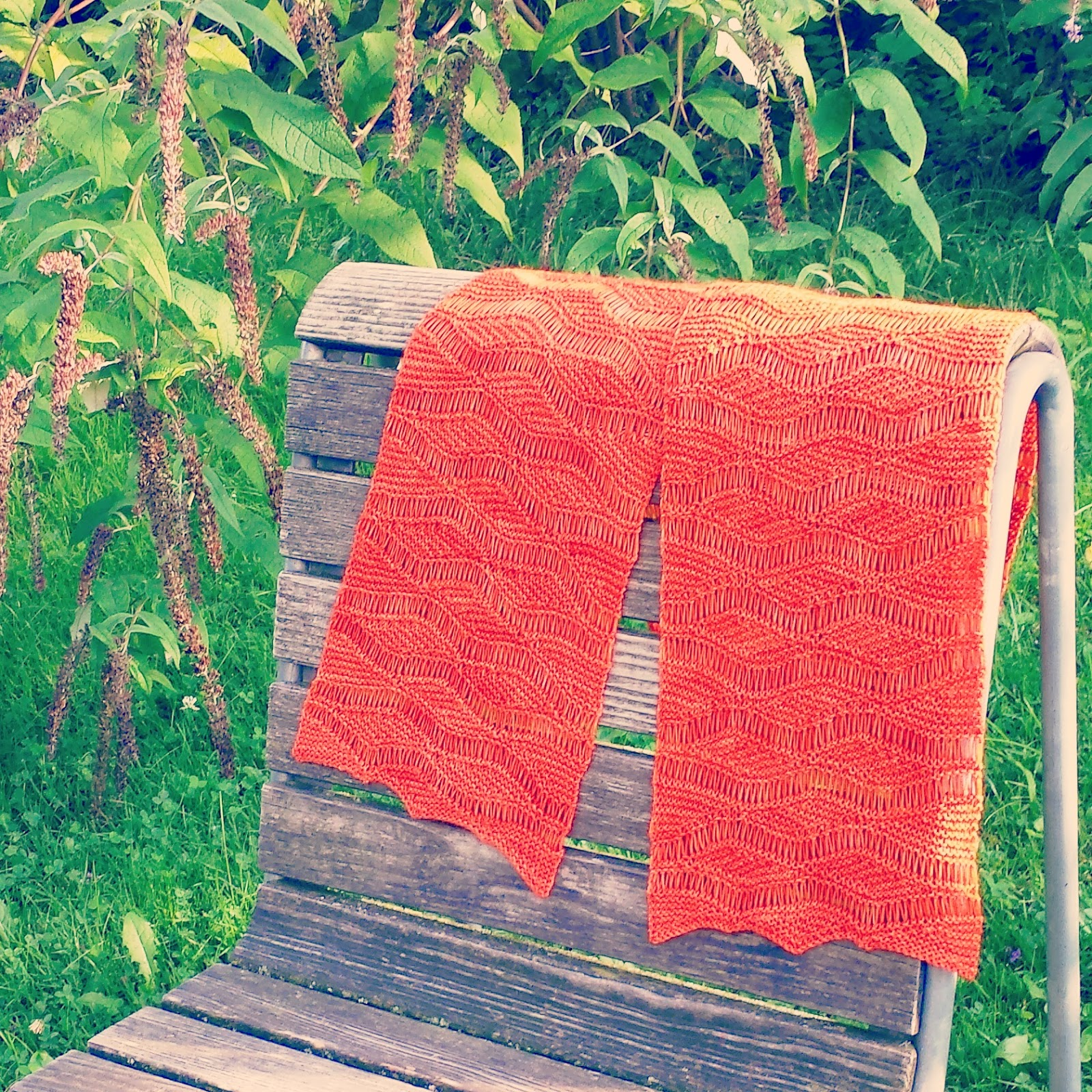 Short Row Scarf Knitting Pattern : Knitting and so on: Wellengang Short Row Scarf