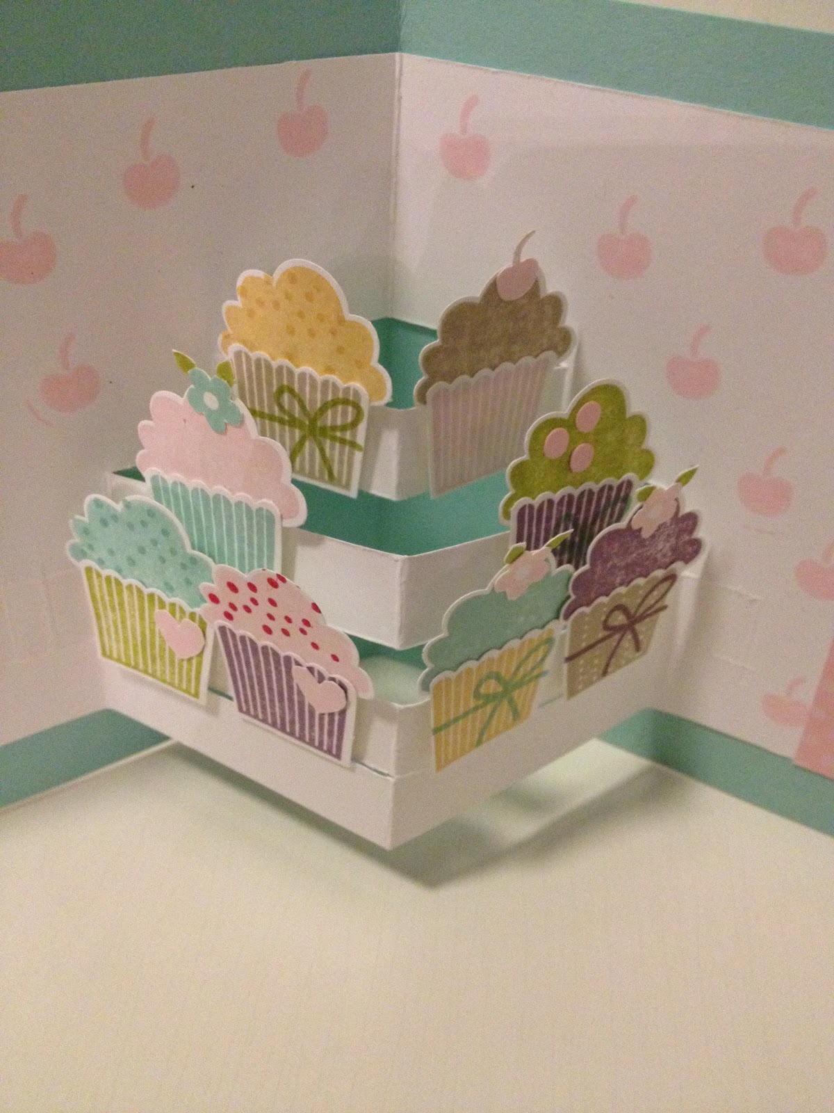 My cards and crafts pop up cupcakes for Pop up card craft
