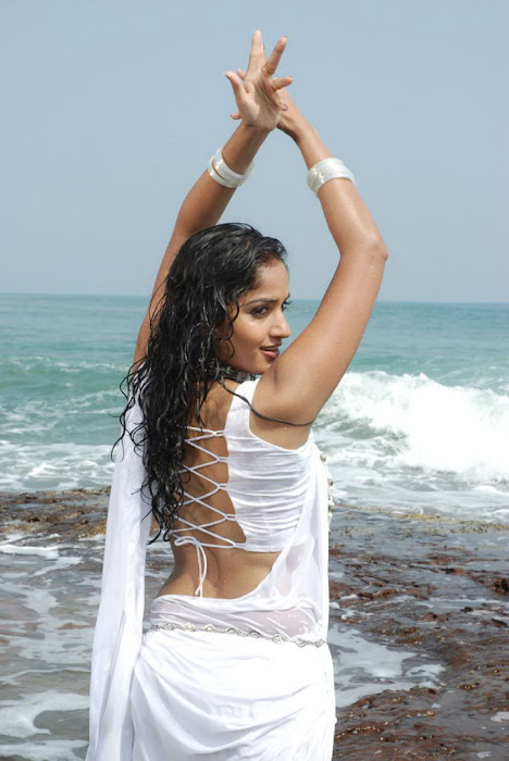 madhavi latha new beach unseen pics