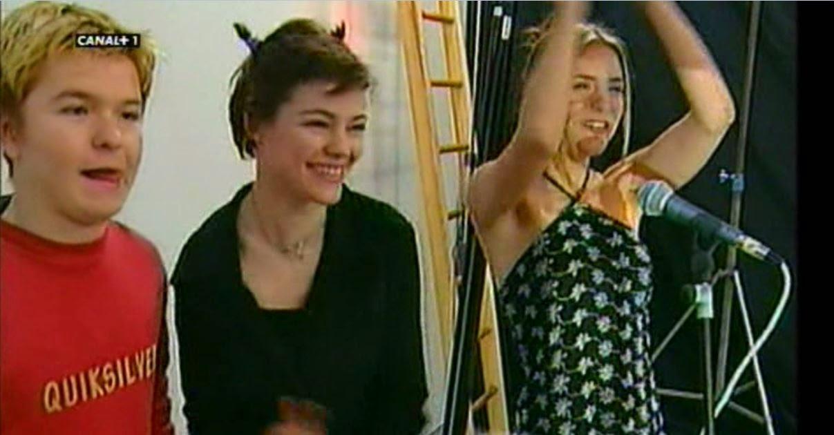Julián González, Duna Jové y Eva Santolaria, en una escena de Compañeros recogida en España en serie