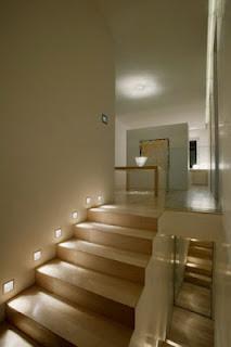 escalera con luces