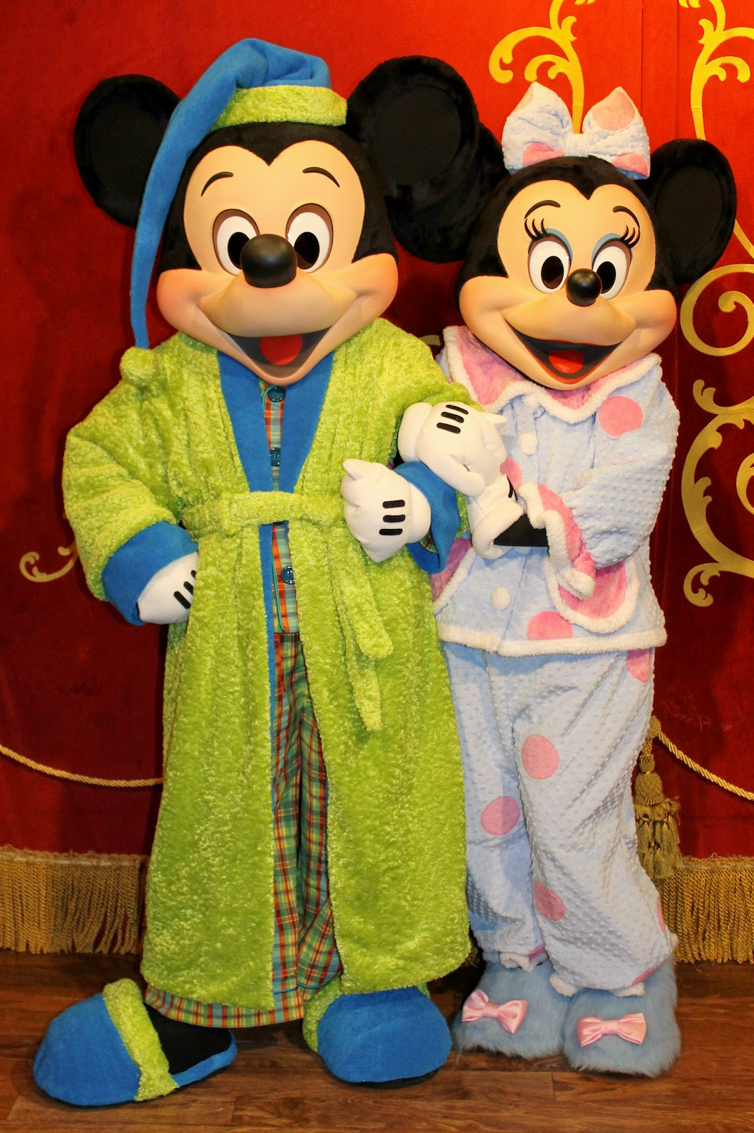 Unofficial disney character hunting guide one more disney day character hunt - Minni et mickey ...