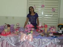 Essa foto tirei, no momento que estava montando a ,mesa de guloseimas, da Taiz