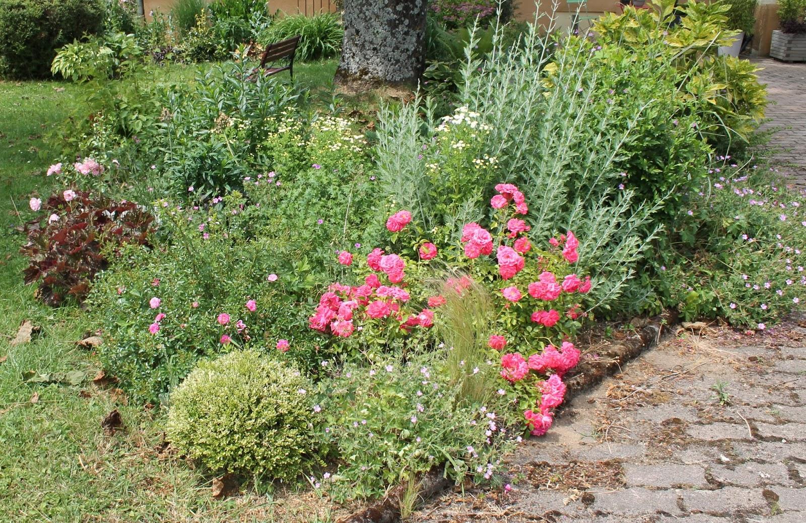 20170924103250 massif decoratif jardin for Idee massif jardin