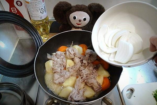 豚の肉じゃがの作り方(3)